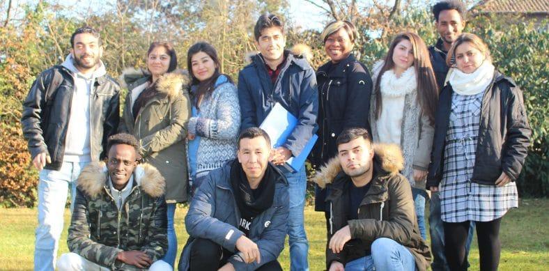 Flüchtlinge als Pflegekräfte: Das Bild zeigt eine Gruppe Teilnehmer an einem solchen Programm.