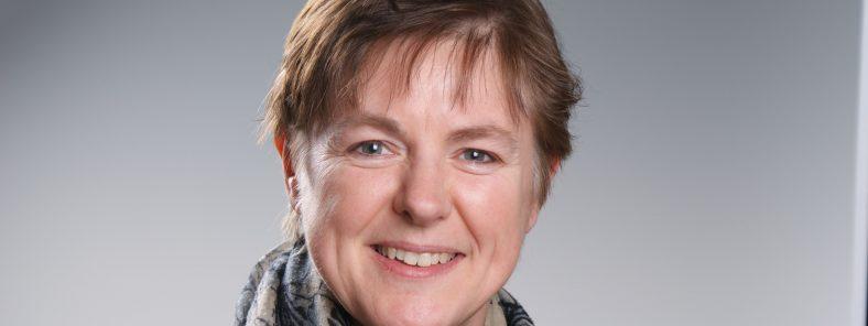Auf dem Foto ist Regina Hoffmann vom Wittekindshof zu sehen, die im Interview von ihren Erfahrungen mit mobileJob berichtet.