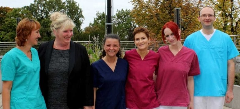 Das Bild zeigt rumänische Pflegekräfte, die bei der Ev. Stadtmission Karlsruhe arbeiten.